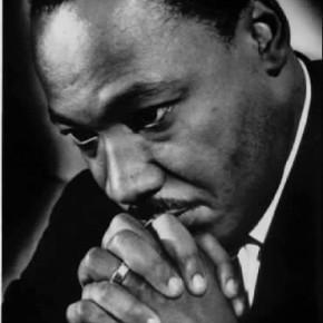 Martin Luther King une figure de la résistance non violente.